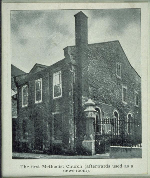 Bâtiment de la petite rue Saint-Joseph qui logea la Bibliothèque de Montréal de 1821 à 1837 (Albums de rues de E.-Z. Massicotte. BAnQ).