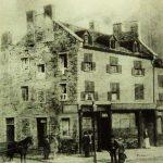 Édifice qui avait abrité le Dillon's Coffee House. Gravure (vers 1850). Henry Richard S. Bunett (Wikimedia Commons, Médiathèque libre).
